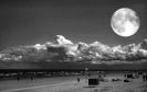 Пляж с луной
